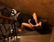 imagen amantes follando en el descansillo de la escalera