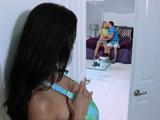 imagen Madurita encuentra a su hija follando