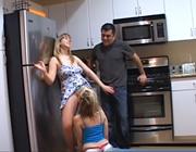 imagen Trio con mis padres en la cocina