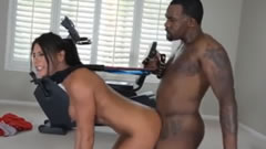 imagen Porno salvaje con su entrenador personal