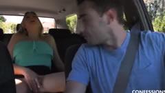 Calentando al chófer hasta que se lo folla