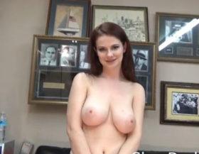 imagen Zorra tetona follando en un casting porno
