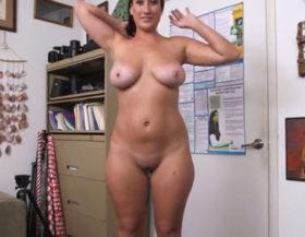 imagen Tetona mostrando sus habilidades en un casting porno