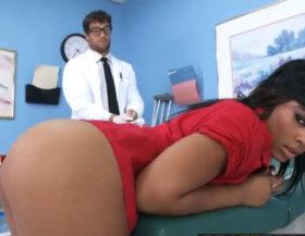 imagen Tacto rectal le dan ganas de follar y se aprovecha del doctor