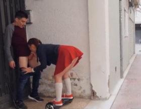 Colegiala pillada follando en una calle de España