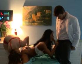 imagen Sale del coma y hace un trio con la enfermera y el doctor