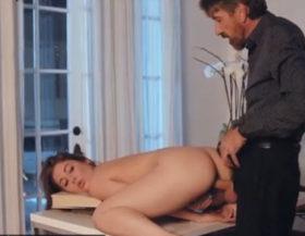 imagen La jovencita tiene un romance sexual con su jefe maduro