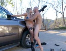 imagen Rubia follando con un policía para no ir prisión