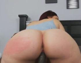 imagen Moviendo el culo la gordita se levanta un negro