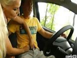 Mamada amateur en un coche