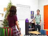 Profesor llama a alumna a su despacho