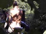 Esposa caliente en el bosque