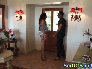 Empleada de casa recibe la visita de su novio