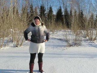 Madurita meando en la nieve